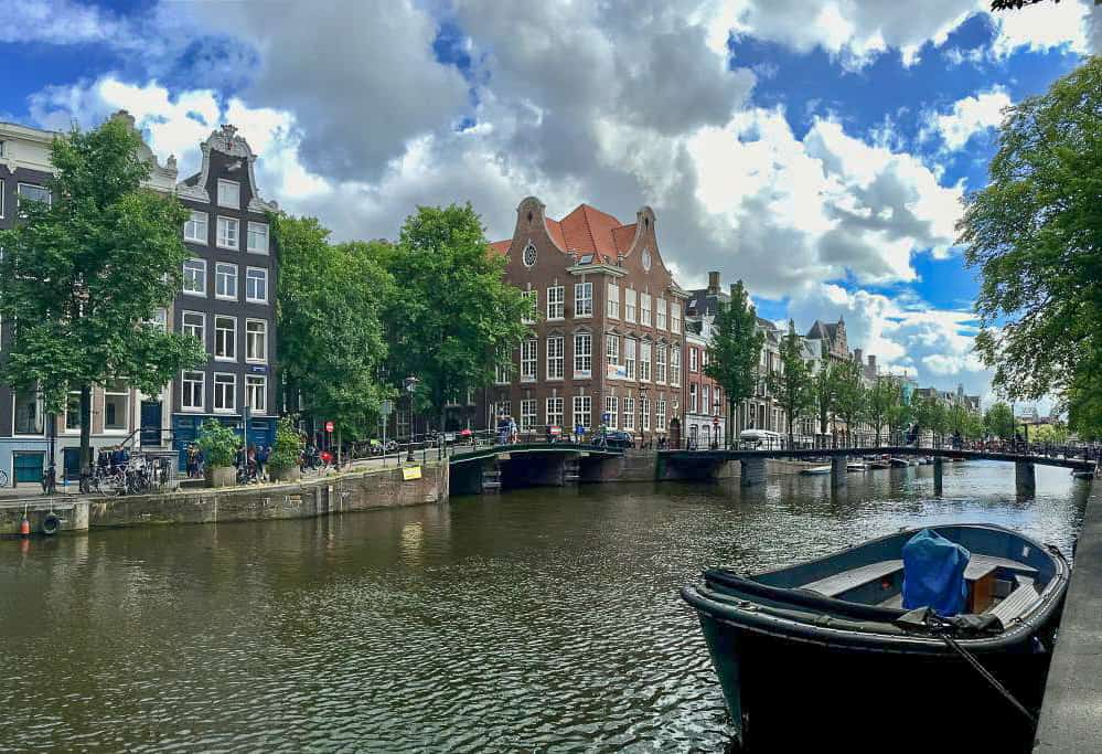 Free walking tour in Amsterdam with FreeDam Tours. Photo by Elizabeth at Anchored Adventure Blog.